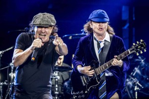 ac-dc-brian-johnson-angus-young-rock-or-bust-tour-2015-maio