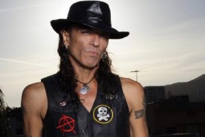 stephen-pearcy-photo-e1461099920271